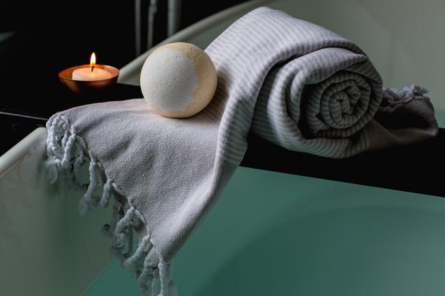 O baie fierbinte arde la fel de multe calorii ca o plimbare de 30 de minute