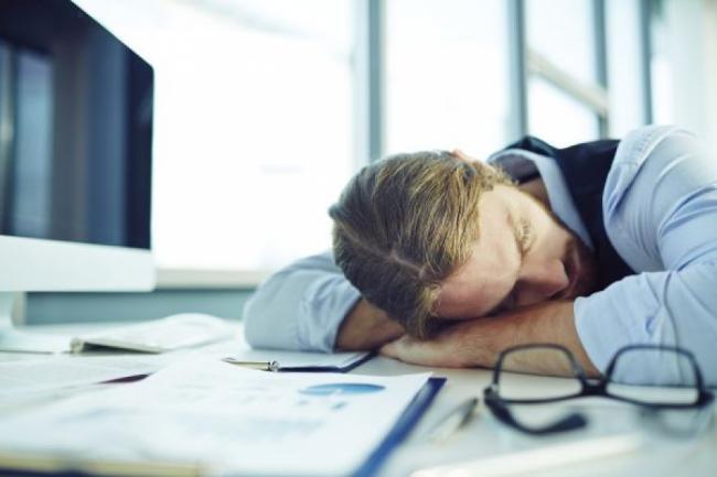 Somnul de dupa-amiaza este mai benefic decat cafeaua