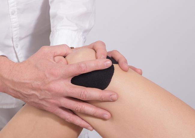 Cauze ale durerilor de la nivelul genunchilor