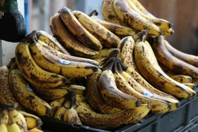 Nu arunca bananele cu coaja innegrita! Te apara de cancer! Afla cum