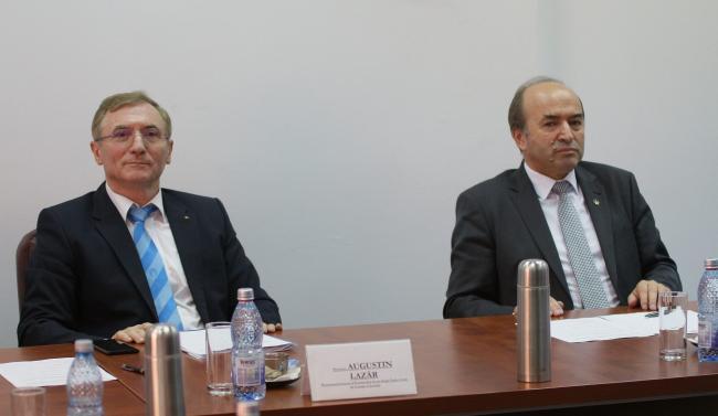 Secţia de Procurori de la CSM face scut în jurul lui Augustin Lazăr
