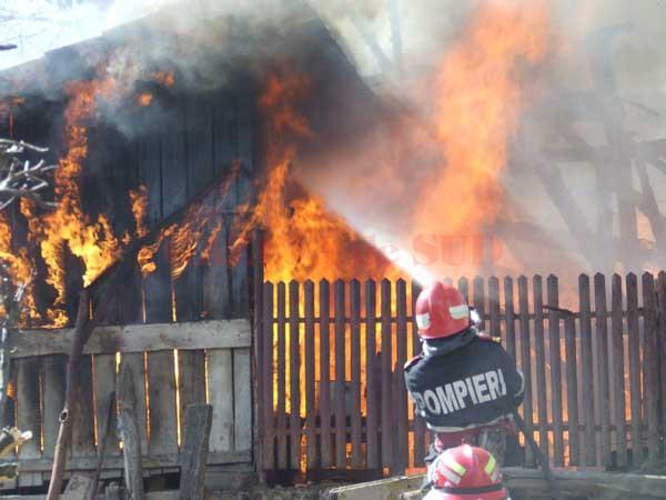 Tragedie laConstanţa: Cadavrul carbonizat al unei femei, găsit într-o locuinţă cuprinsă de flăcări