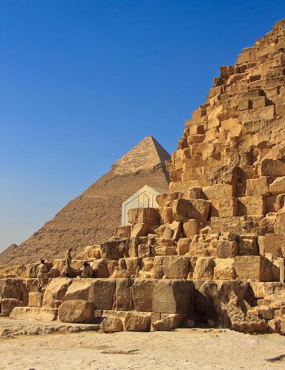 Un mormon antic şi sarcofage, prezentate ın Egipt
