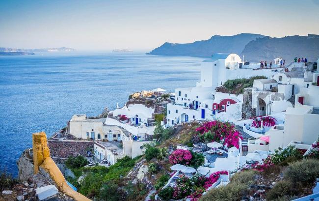 Turiștii români vor putea să-și facă vacanțele în Grecia după 15 iunie