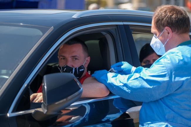 El primer día, más allá de las expectativas: ¡714 personas fueron vacunadas en Drive-Thru Bucarest!