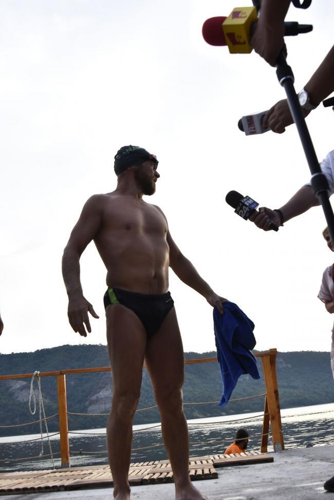 El bibliotecario Avram Iancu se está preparando para un nuevo récord de natación