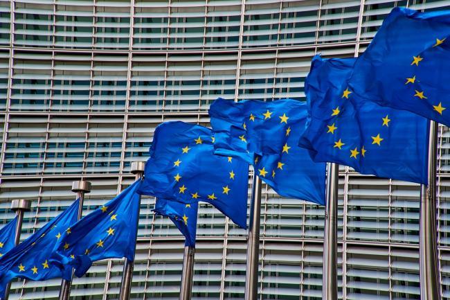 Bruxelas está comemorando.  O político que puxa os cordelinhos na Polônia se retira do governo