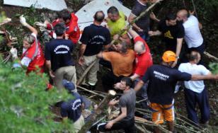 Adjunctul Poliţiei din Muntenegru: Autocarul nu poate fi scos din prăpastie. Un şofer a murit, celălalt e în stare gravă