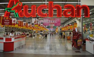 Auchan vrea să concedieze sute de angajați în Franța