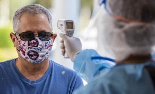 Studiu: Persoanele care s-au infectat a doua oară cu COVID-19 nu au mai răspândit virusul
