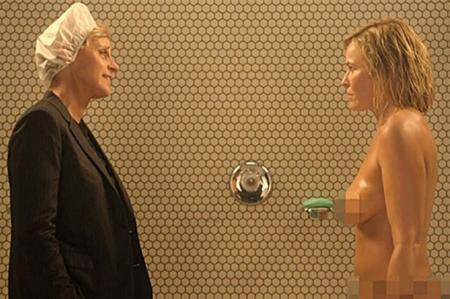 CE SHOW! GOALĂ sub DUŞ, Chelsea Hardler cu Ellen DeGeneres şi un pitic DEZBRĂCAT (VIDEO)