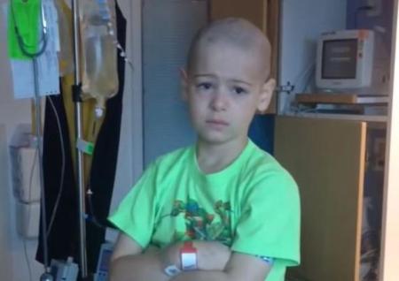 Un băieţel de şapte ani, bolnav de CANCER, află că va fi externat. REACŢIA micuţului, după o lună de chimioterapie (VIDEO)