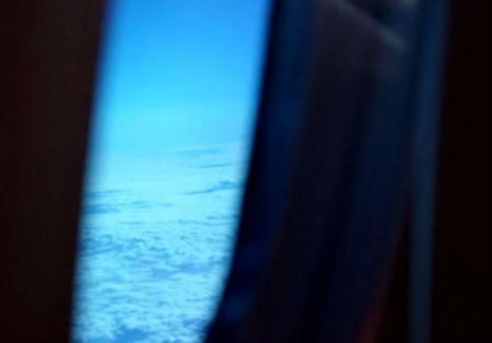 VIDEO EXPLOZIV. OZN GIGANT, surprins deasupra Ţării Galilor. Imaginile, filmate dintr-un avion de pasageri, fac înconjurul lumii!