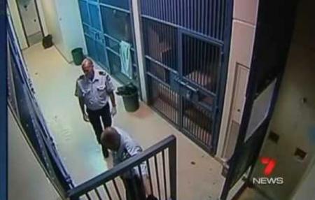 Descoperire ŞOCANTĂ într-o închisoare britanică! Ce au găsit gardienii în celula unui pedofil depăşeşte orice imaginaţie (VIDEO)