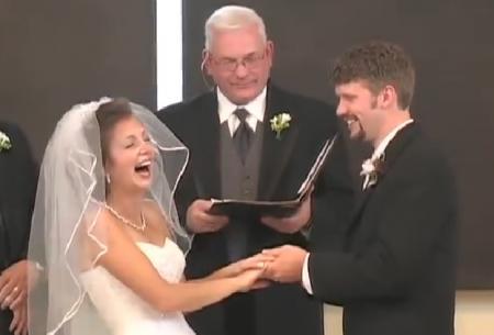VIDEO. Nuntă DEMENȚIALĂ. Mirele s-a încurcat la jurământ. Reacția miresei te va face să râzi INSTANT!