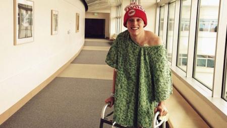 S-a îmbolnăvit de cancer la doar 20 de ani. Ce a făcut acest tânăr după ce a aflat de boală te va lasa fără cuvinte (VIDEO)