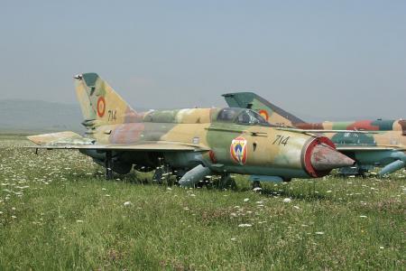 Unui avion MiG-21 LanceR de la baza din Câmpia Turzii i-au căzut, ÎN ZBOR, rezervoarele suplimentare de combustibil