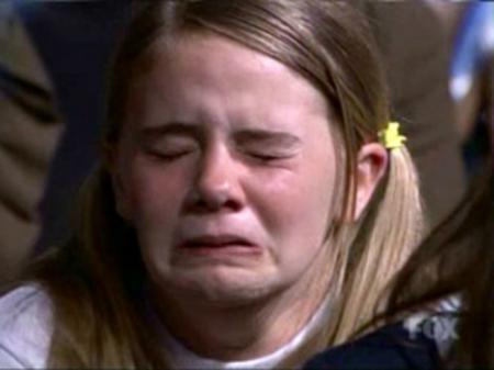 Cum şi-a PEDEPSIT un tată fetiţa de 10 ani, după ce a descoperit că avea mai mulţi iubiţi pe Facebook