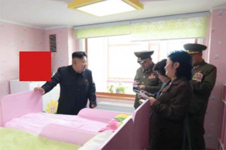 VIDEO. Detaliul glumeț dintr-o fotografie a lui Kim Jong-un, care va da de muncă plutonului de execuție!