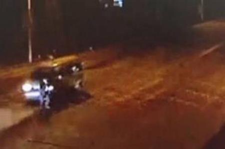 VIDEO. ROȚILE a TREI mașini au trecut peste el, miraculos, a SUPRAVIEȚUIT!
