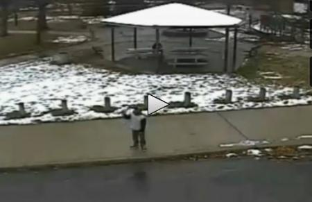 (IMAGINI ȘOCANTE) Autoritățile americane au dat publicității imagini cu polițistul care a ucis un copil de 12 ani