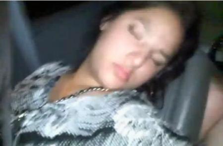 Tânără ABUZATĂ SEXUAL ÎN TREN, în timp ce dormea. Fata s-a trezit cu capul între picioarele DEMENTULUI!