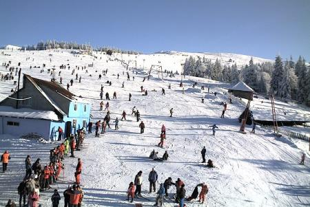 Crăciun cu zăpadă pe pârtii. Urmăreşte LIVE cum se schiază la munte pe webcam jurnalul.ro