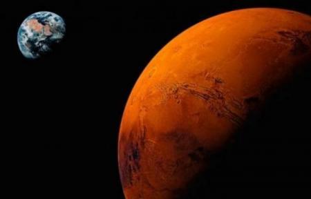 VIATA PE MARTE! Dovada: Cine a fost fotografiat MESTERIND la roverul Curiosity! (FOTO)