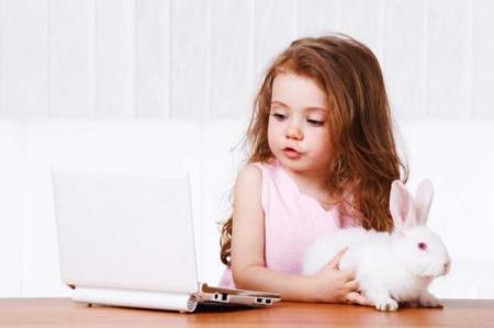 Accesul copiilor la calculator, limitat la 4 ore pe zi. Ce risca parintii care nu respecta regula