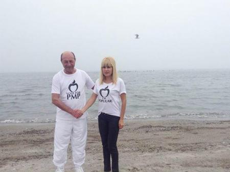 """Fost sef SRI: Elena Udrea a fost """"plantata"""" langa Traian Basescu"""