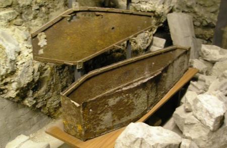ULUIRE TOTALĂ! Ce au descoperit arheologii într-un sicriu îngropat în curtea unei biserici vechi din Londra