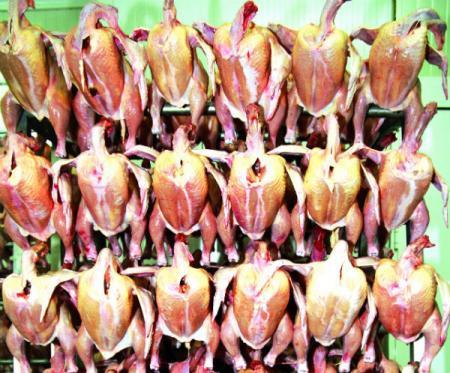 Bombe cu antibiotice, oferite en gros în carnea de pe piaţă