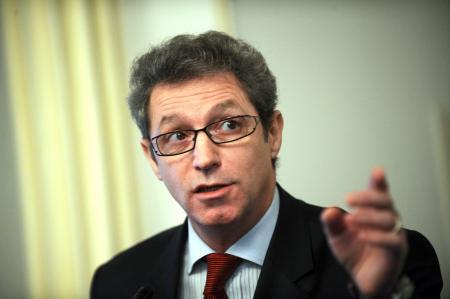 Profesorul Adrian Streinu Cercel: Ficatului îi trebuie o friptură, şi nu tutun
