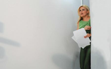 Elena Udrea este consultant secret în afaceri şi management