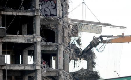 Imagini pentru imagini cladire demolata