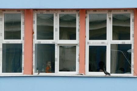 Legea care afectează proprietarii de apartamente cu geamuri termopan. Amenzile sunt uriașe