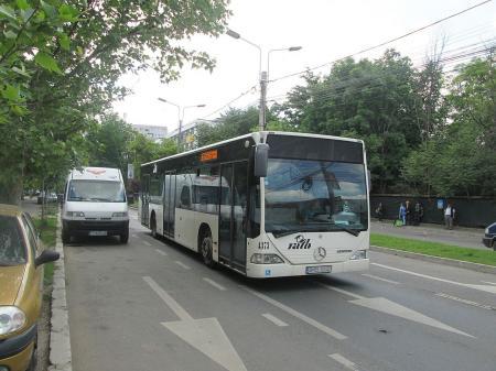 Nu e indicat să cedăm locul bătrânilor în mijloacele de transport în comun