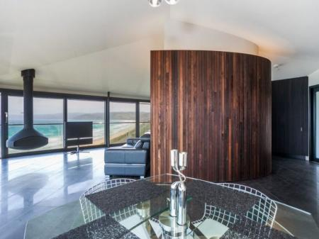 senzatii tari deasupra prapastiei hoteluri piscine muzee. Black Bedroom Furniture Sets. Home Design Ideas