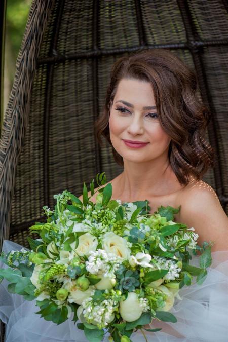"""pe picioare imagini din arătos stil clasic Mihaela Călin a avut parte de nunta visurilor sale: """"M-am simțit ..."""
