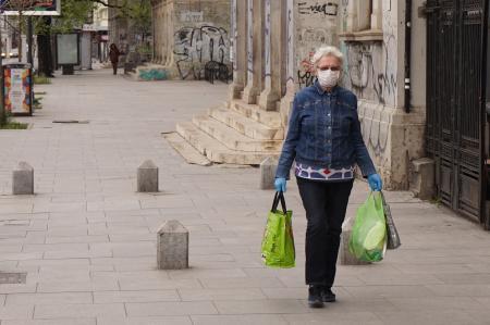 Cum să nu aduci coronavirusul în casă. 10 reguli pentru cei care merg la muncă sau cumpărături