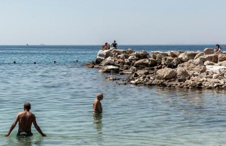 COVID-19. Avem voie să ne scăldăm în piscină sau mare? Specialiștii americani au răspuns