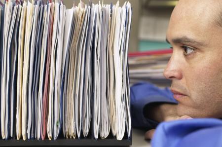 """Demența birocratică din timpul """"ritualului"""" de pensionare. Dosarul, mai scump ca prima pensie"""
