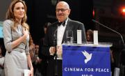 Angelina Jolie, recompensată cu Cinema for Peace Award la Festivalul de la Berlin