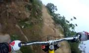 100% ADRENALINĂ!!! Mountain Bike pe marginea prăpastiei (VIDEO SPECTACULOS)