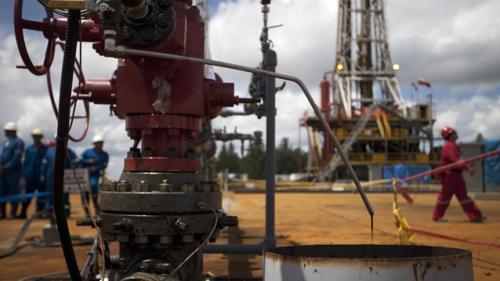 Cum ne scumpeşte Iranul benzina. Preţul petrolului creşte puternic pe burse după ce SUA impun sancţiuni împotriva Teheranului