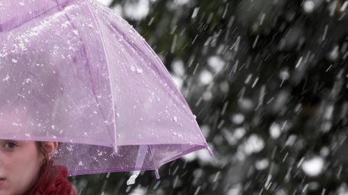 Gata cu zilele frumoase! De mâine, vin ploile. Vezi prognoza pe trei zile