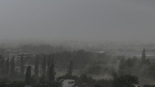 Vânt puternic în sudul ţării, ninsori şi viscol la munte. Avertizarea meteorologilor este valabilă până la ora 15:30