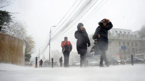 COD PORTOCALIU de viscol şi ninsori: 17 judeţe şi Capitala, afectate. Vezi evoluţia vremii în ţară pe webcam jurnalul.ro