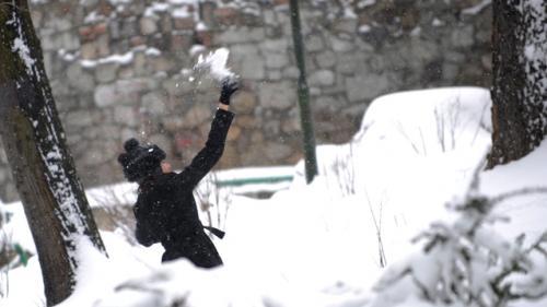 De joi, şase zile cu ninsori abundente. Stratul de zăpadă va depăşi 1 metru în Oltenia