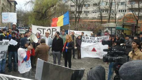 Protest în Piaţa Universităţii.